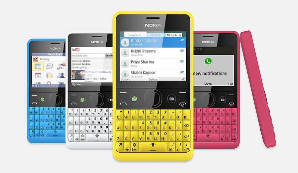 Nokia Asha 210. Se puede apreciar el botón extra, en estos ejemplares dedicado a WhatsApp