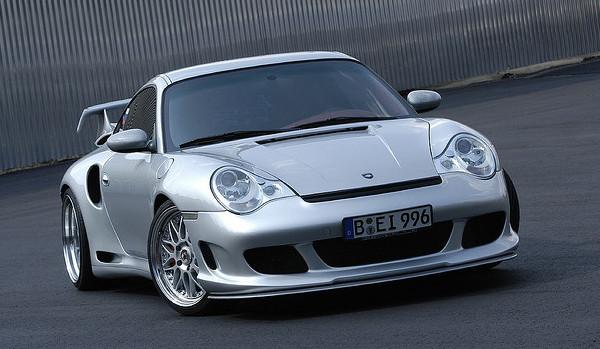 Un automòbil Porsche modificat per Gemballa. Imatge de ducktail964 publicada a Flickr sota llicència Creative Commons