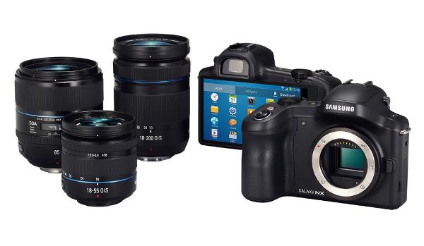 La Galaxy Camera NX amb alguns dels objectius que se li poden afegir