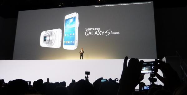 Un moment de la presentació del Galaxy S4 Zoom