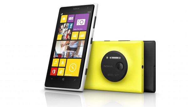 Foto 'de familia' del Lumia 1020, vist del davant i del darrere