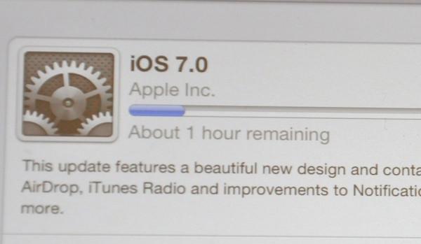 Instal·lació d'iOS 7. Imatge de l'usuari morebyless de Flickr sota llicència Creative Commons
