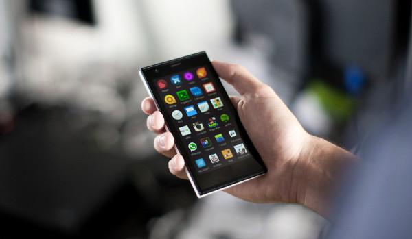 El terminal Jolla amb Sailfish OS mostrant un seguit d'apps d'Android (WhatsApp, Instagram, Spotify,...)