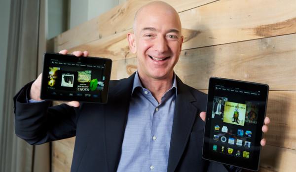 Jeff Bezos muestra orgulloso los nuevos Kindle Fire HDX