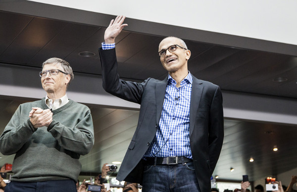 Bill Gates (izquierda) y Satya Nadella. Imagen gentileza de Microsoft