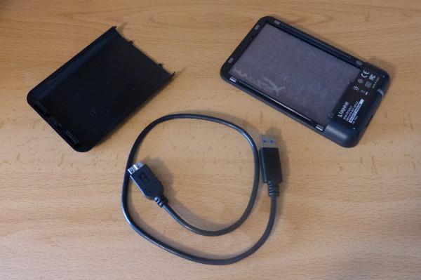 La caja para convertir el disco duro SSD interno en uno externo USB 3.0