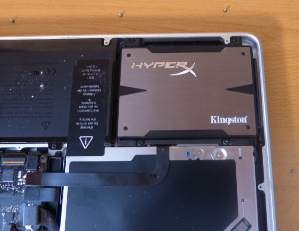 Detalle del disco duro instalado en el ordenador
