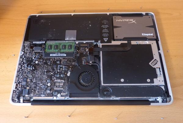 El disco duro ya instalado en un MacBook Pro 5,5