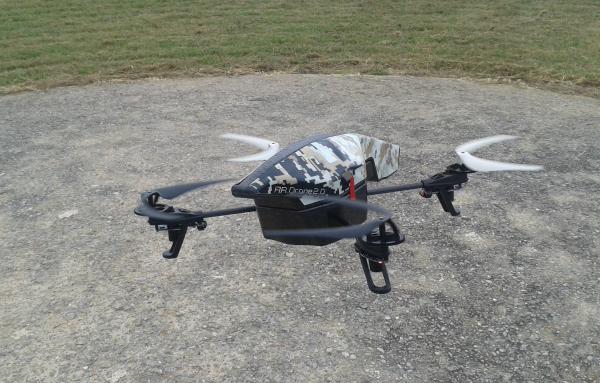 El dron despegando en exterior